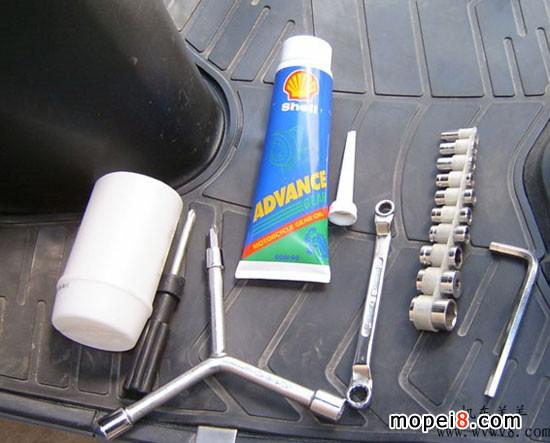 图解更换an系摩托车齿轮油(海王星为例)_维修与改装; 踏板车换齿轮油