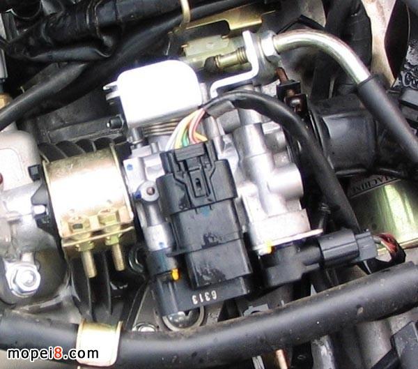 进气温度传感器 进气温度传感器是检测发动机吸入空气温度的传感器