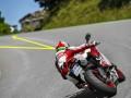 驾驶摩托车时视线的小知识