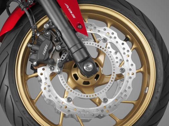 本田CB650F摩托车细节图刹车盘制动