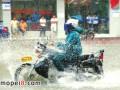 摩托车涉水易引发故障 大面积积水路段要小心