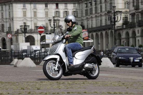 阿普利亚Scarabeo圣甲虫摩托车试驾