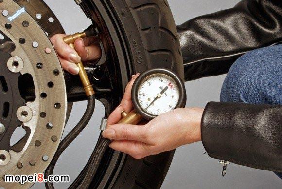 摩托车轮胎胎压的测量