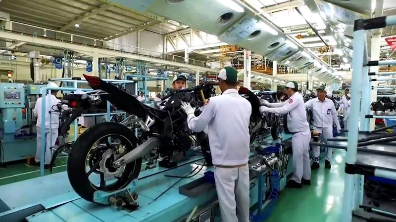 本田CBR250RR摩托车生产线