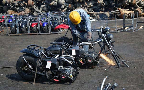 宁波63辆走私摩托车被销毁