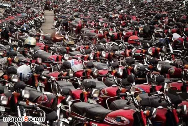 巴基斯坦拉合尔古堡附近摩托车停车场